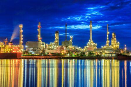 destilacion: Oil refinery along the river at Dusk (Bangkok, Thailand)