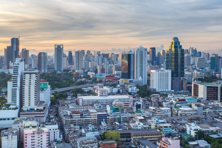banco mundial: Paisaje urbano de Bangkok, distrito de negocios con alto edificio en el día de sol, Bangkok, Tailandia