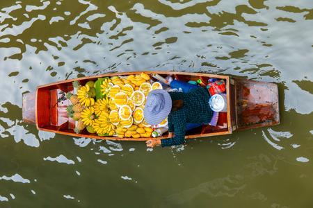 damnoen saduak: Damnoen Saduak floating market in Ratchaburi near Bangkok, Thailand Stock Photo