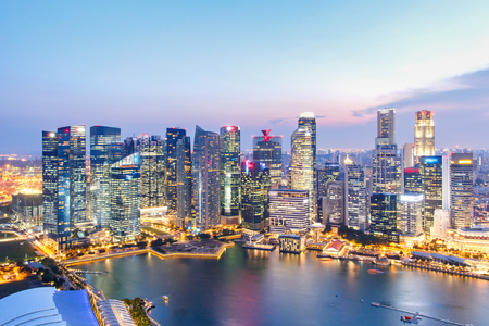 Paesaggio del distretto finanziario di Singapore e della costruzione di affari, città di Singapore Archivio Fotografico - 81473998