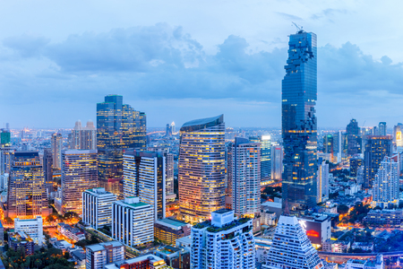 Bangkok financial district, business building and shopping mall center at Southeast Asia Imagens