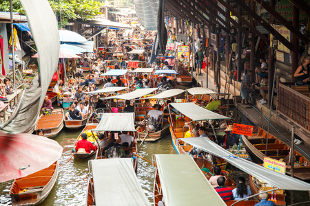 RATCHABURI, THAILAND - NOVEMBER 5 : Local vendors selling goods at Damnoen Saduak Floating Market near Bangkok in Thailand on November 5, 2017. Damnoen Saduak is a very popular tourist attraction. Stock Photo