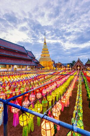 Colorful Lamp Festival and Lantern in Loi Krathong at Wat Phra That Hariphunchai, Lamphun Province, Thailand 스톡 콘텐츠