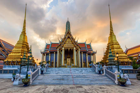 Temple of the Emerald Buddha or Wat Phra Kaew temple, Bangkok, Thailand Standard-Bild - 160725458