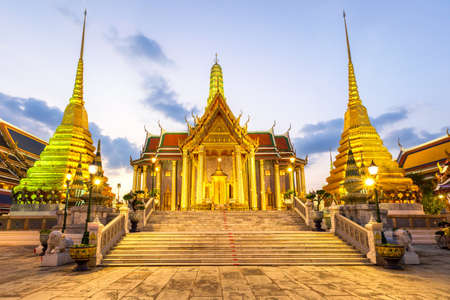 Temple of the Emerald Buddha or Wat Phra Kaew temple, Bangkok, Thailand Standard-Bild - 160725525