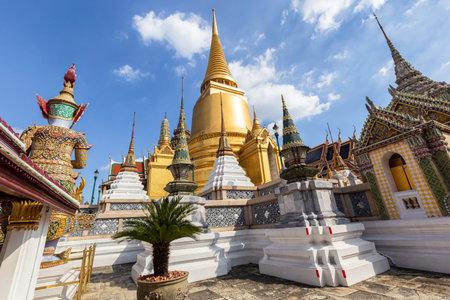 Temple of the Emerald Buddha or Wat Phra Kaew temple, Bangkok, Thailand Standard-Bild - 160725532