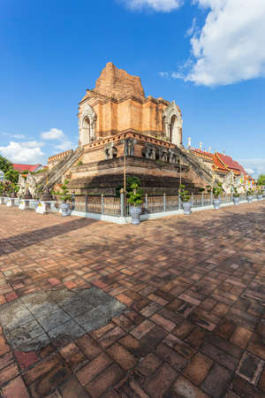 Wat Chedi Luang is a beautiful old temple in Chiang Mai, Chiag Mai Province, Thailand Standard-Bild