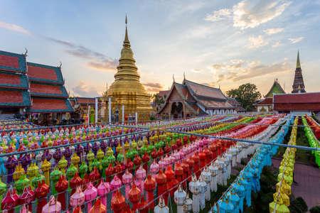 Colorful Lamp Festival and Lantern in Loi Krathong at Wat Phra That Hariphunchai, Lamphun Province, Thailand Standard-Bild