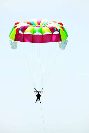 acrophobia: Leisure travelers to Parachute to the ocean resort Stock Photo