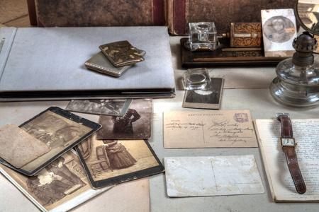 vecchiaia: Corrispondenza e vecchie foto Archivio Fotografico