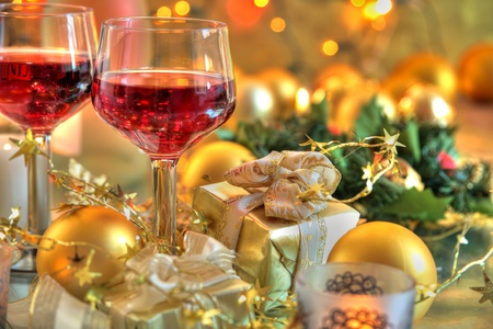 Red wine in glasses,baubles,gifts,candle lights. Фото со стока