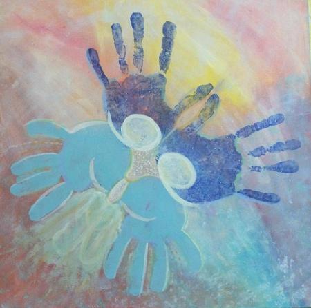 Pittura astratta con le mani blu