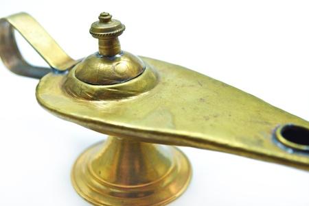 lampara magica: lámpara mágica aladin sobre un fondo blanco: 3 deseos libres