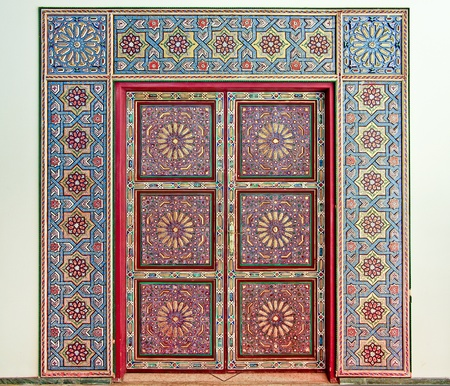 A magnificent moroccan traditional entrance door / gate Stock Photo - 12100762