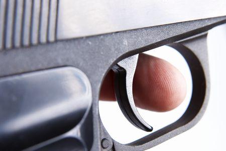 desencadenar: Dedo en un gatillo, someras DOF, se centran en un disparador Foto de archivo