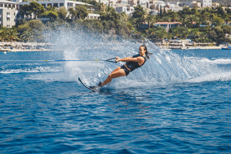 Water skis glides on the waves Imagens