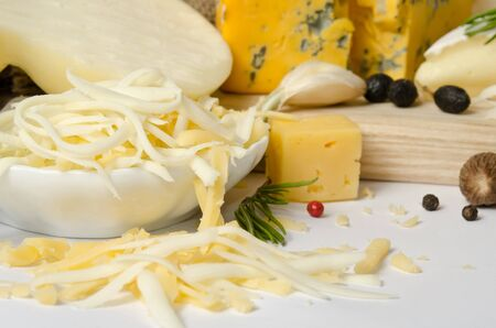 scamorza cheese: the bowl with grated cheese and spices around