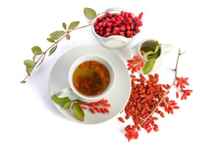 Goji thé antioxydant frais isolé sur fond blanc. vue de dessus Banque d'images - 48860322