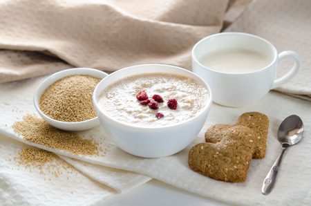 Sesame dry cookies in the form of heart, porridge of amaranth and yogurt, healthy breakfast Archivio Fotografico