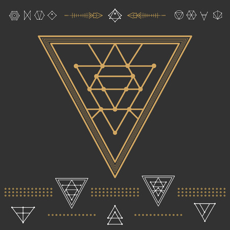 ocultismo: Set of geometric shapes. Trendy hipster gold icons and logotypes. Religion, philosophy, spirituality, occultism symbols collection Vectores