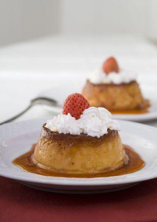 fatten: Caramel custard with cream and strawberry