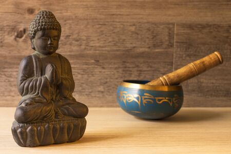 buddha figure and tibetan bowl Standard-Bild