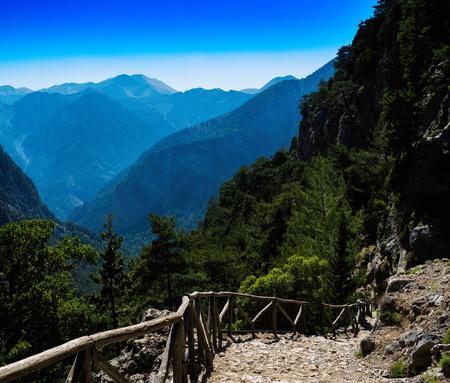 bajando escaleras: Square vivid mountain down stairs landscape background backdrop