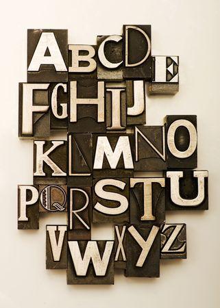 vintage look: Alfabeto fotografato utilizzando un mix di vendemmia letterpress caratteri. Cross-proccessed per un look vintage.  Archivio Fotografico