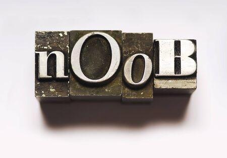Het woord Noob in boekdruk type