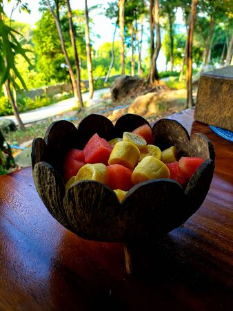 Mix fruit salad with bananas, watermelon and mango in coconut bowl Zdjęcie Seryjne
