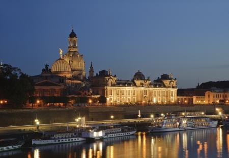 City Night landschaftlich in Dresden, Deutschland.