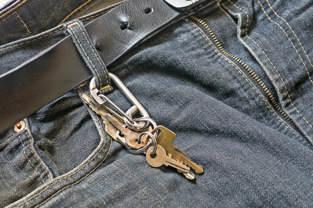 Key chains and carabiner hang on the waist jeans helpful for keep the key anti lost Imagens