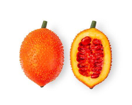 Gac-Früchte, Baby Jackfruit, stacheliger bitterer Kürbis, isoliert auf weißem Hintergrund. Ansicht von oben