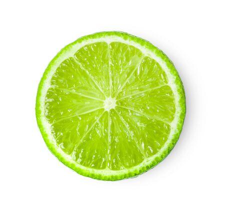 Tranche juteuse de citron vert isolé sur fond blanc. vue de dessus Banque d'images