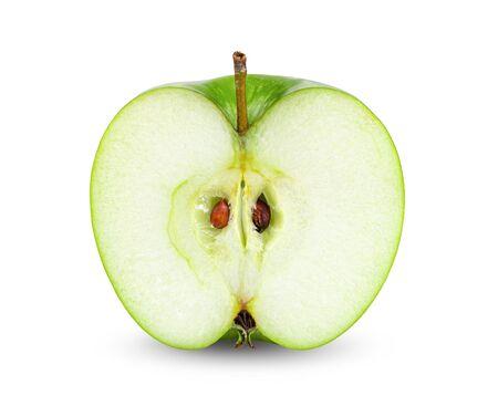Cortar la manzana aislado sobre fondo blanco.