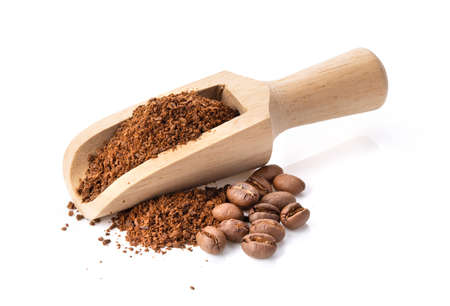 coffee powder in wood scoop isolated on white background full depth of field 스톡 콘텐츠
