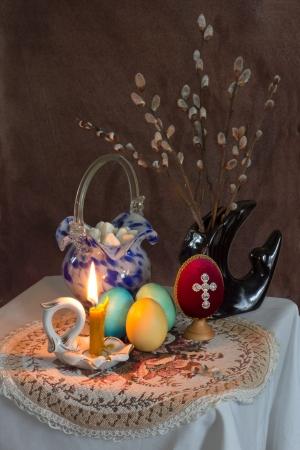s větvičkami vrby v pozadí v černé vázy Reklamní fotografie - 14409791