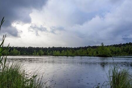 Летний дождь на озере Фото со стока