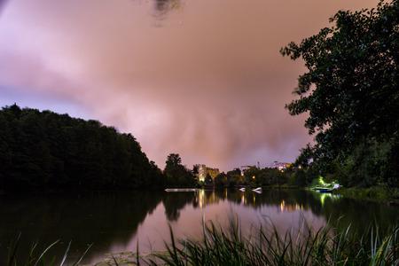 53  5000Vechernyaya groza nad Pekhorkoy, gorodskoy park BalashikhaEvening thunderstorm over Pekhorka, Balashikha city park Фото со стока - 92821965