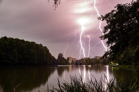 53  5000Vechernyaya groza nad Pekhorkoy, gorodskoy park BalashikhaEvening thunderstorm over Pekhorka, Balashikha city park Фото со стока - 92810112
