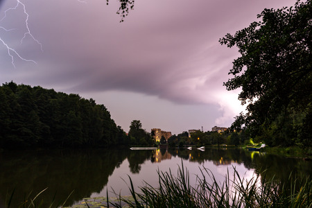 53  5000Vechernyaya groza nad Pekhorkoy, gorodskoy park BalashikhaEvening thunderstorm over Pekhorka, Balashikha city park Фото со стока - 92810111