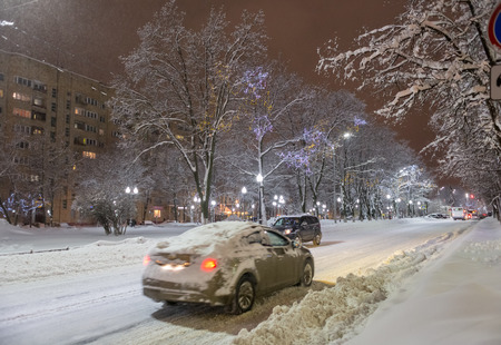 Balashikha, Moscow region, Russia - February 04: Snowdrifts in the streets after a heavy snowfall in Moscow and Moscow region 新聞圖片
