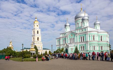 Diveevo, Nizhny Novgorod region, Russia - June 11, 2018: Pilgrims stand in line to join the relics of St. Seraphim of Sarov in the Holy Trinity Seraphim-Diveevo convent. Редакционное