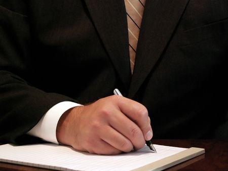 ビジネス男はノートを取る
