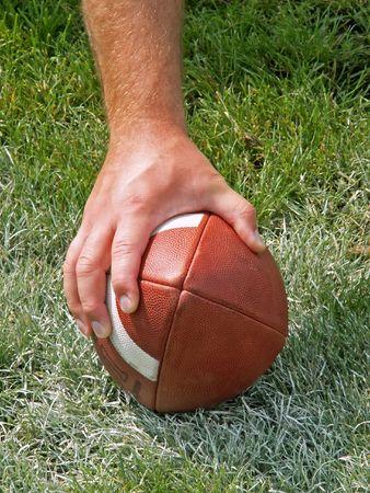 サッカーに手します。