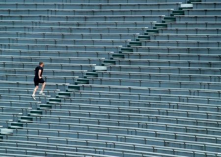 man running up stadium bleachers Stock fotó