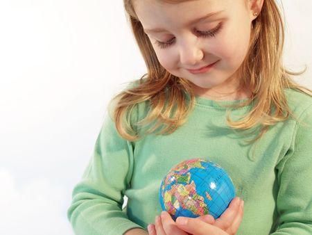 地球を大切にする小さな女の子 写真素材