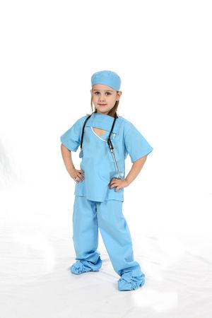 Pretty little girl dressed in medical scrubs with her hands on her hips. Standard-Bild