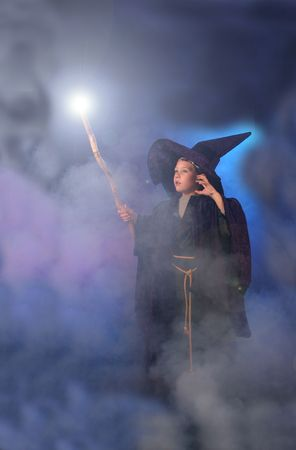 Young child in a wizard costume casting a spell. Standard-Bild