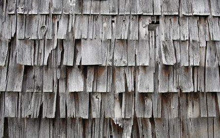 cedar shakes: gris o de color de plata antigua, se desvaneci�, degradado o herpes z�ster revestimiento Foto de archivo